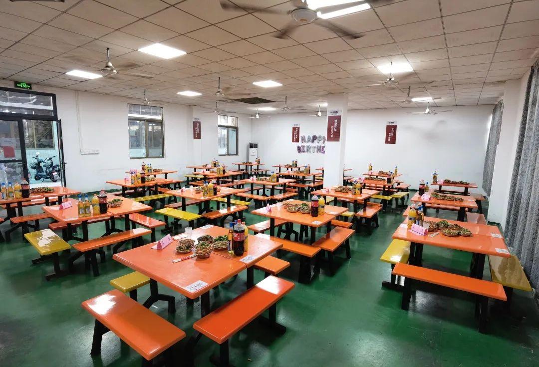 慧宁门窗公司食堂